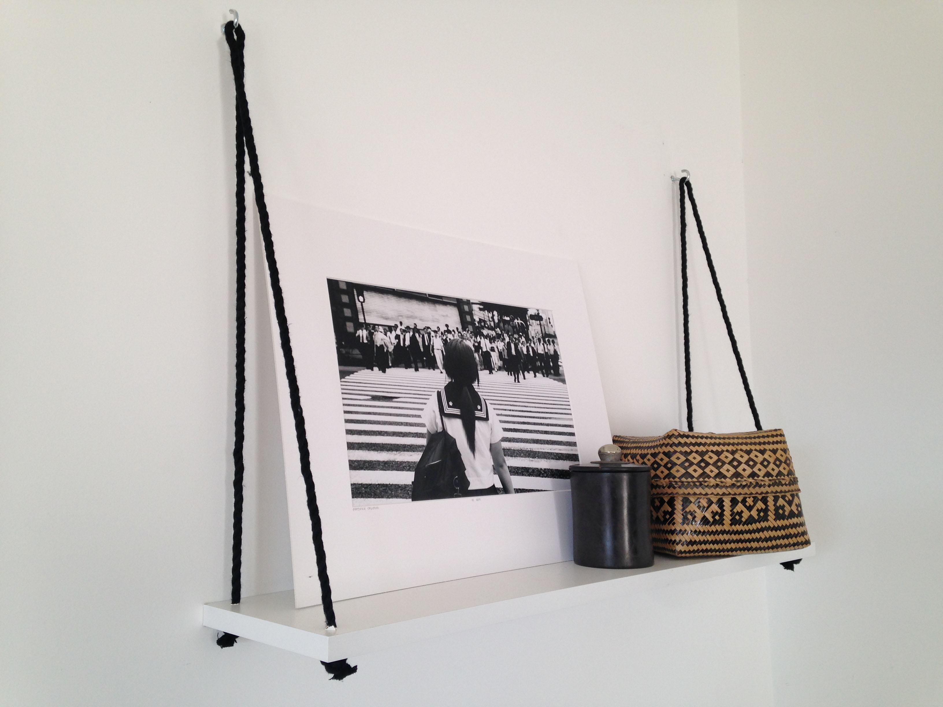 etagere suspendu fashion designs. Black Bedroom Furniture Sets. Home Design Ideas